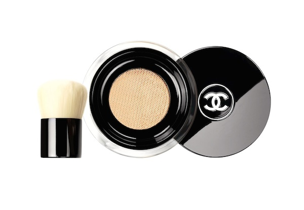 Chanel-Vitalumiere-Loose-Powder-Foundation-and-kabuki-brush-2