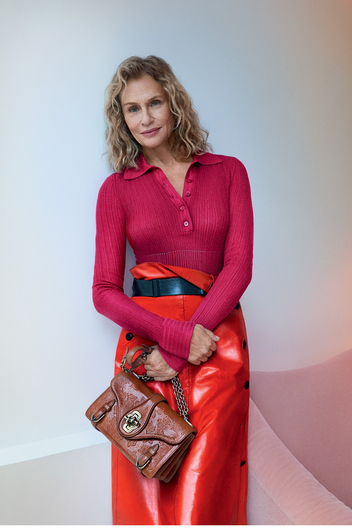 1483464953-hbz-lauren-hutton-bottega-veneta